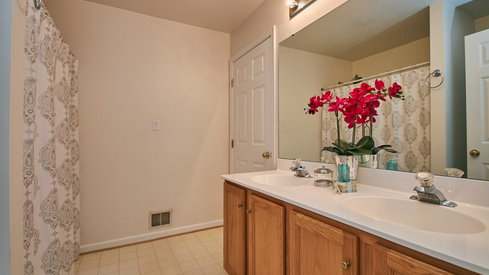 2 Bedrooms, Townhouse, For sale, Tiger Lily Circle, 2 Bathrooms, Listing ID 1072, Woodbridge, United States, 22192,